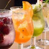 女性に大人気!旬の果実をまるまる入れたフルーツサワー。