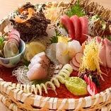 ましろやにいらっしゃったら、まずここちらを。独自のルートで仕入れる、朝獲れ直送便はその日獲れた新鮮な魚介をご提供します。