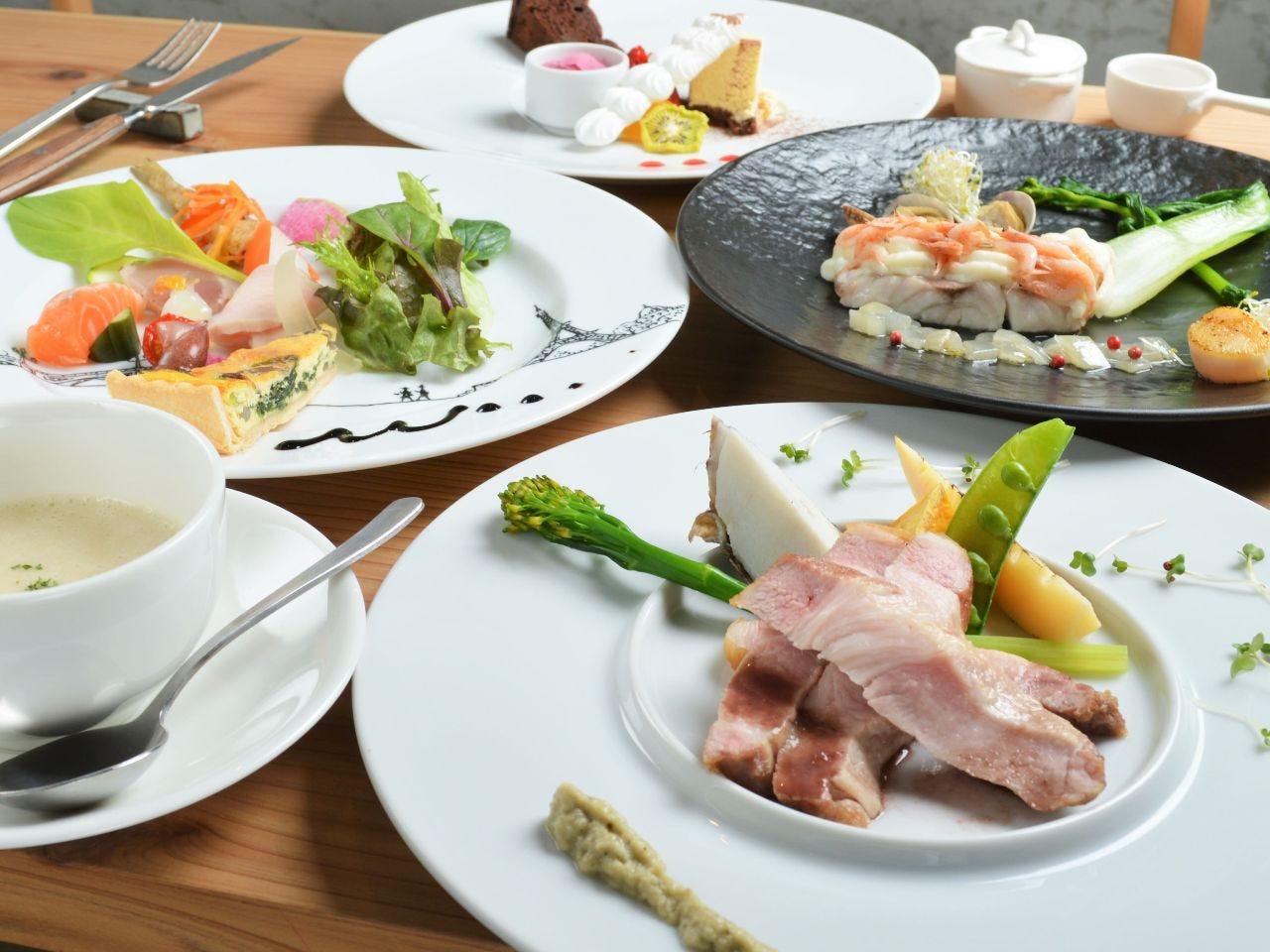 当日でも予約可能なディナーコース。シェフこだわりの料理です