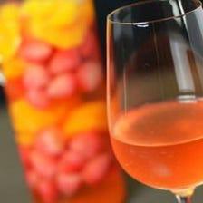 ソムリエ厳選ワインと季節のお酒を…