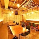 奥のテーブル席は最大25名様まで♪レイアウト自由なので宴会に最適です!