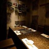 ゴージャスな設えの6名様用個室は、接待や記念日に好評