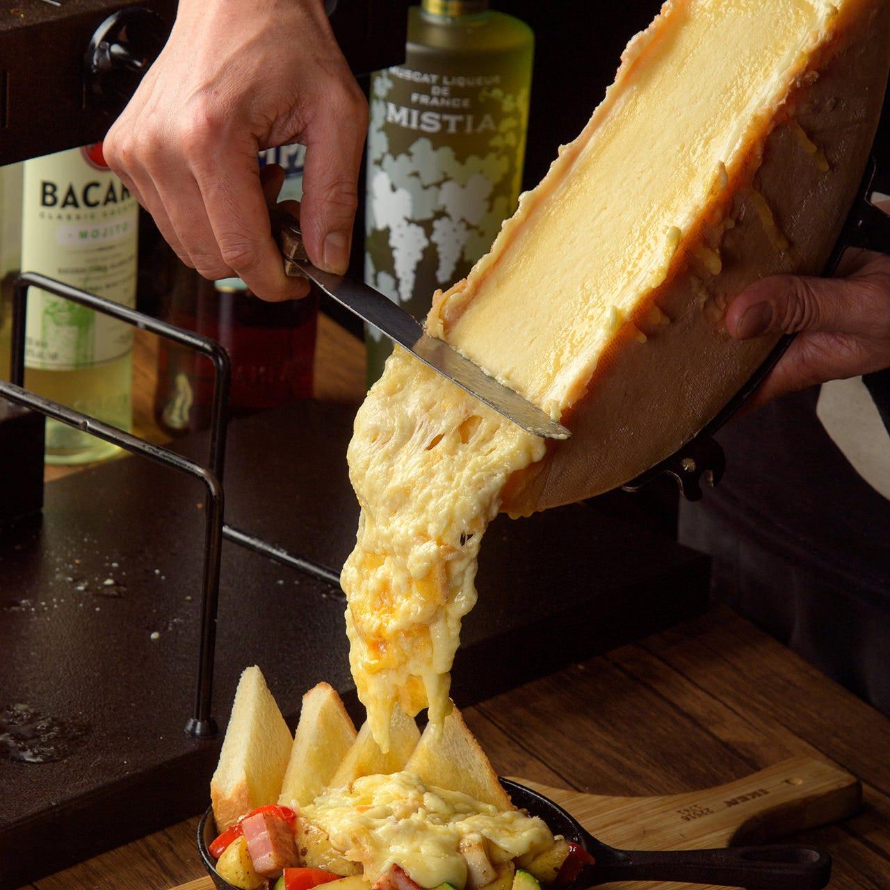 心もとろけるラクレットチーズやパネチキで会話もはずむ♪