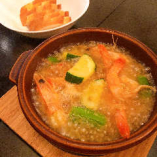 アヒージョには季節野菜も加えてご提供。