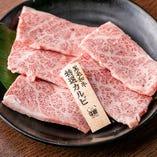深みのある肉の旨味と風味はまさに焼肉の王道「上カルビ」