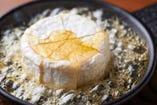 丸ごとカマンベールチーズのはちみつオーブン焼き