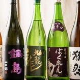全国より仕入れる地酒は約10種程。お好きな味を見つけてみては◎