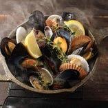 漁師風ムール貝とホタテ稚貝の白ワイン蒸し