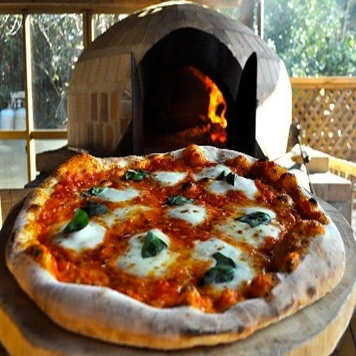 石窯で焼く『自家製ピッツァ』