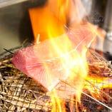 店内で焼く藁焼き!ブリが美味しい季節です。