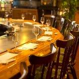 厳選した高級食材を目で見て楽しむ!高級感漂う鉄板焼きカウンター席