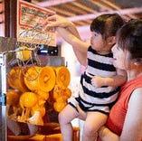飲み放題では地元和歌山で採れたオレンジを一つ一つ贅沢に搾った生絞りジュースも!