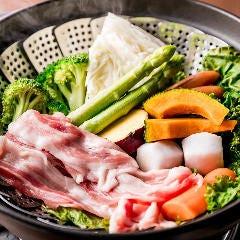 彩野菜の土鍋白ワイン蒸し