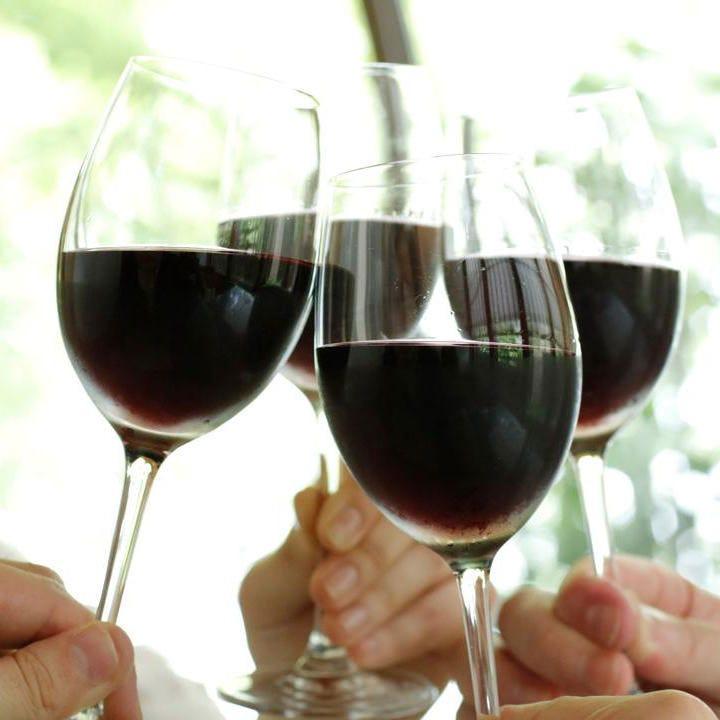 スパークリングワインなどワインも豊富にご用意