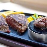 鉄焼き 手ごねハンバーグ(特製オニオンソース/トマトソース/ゆずポン酢/ガーリック醤油)