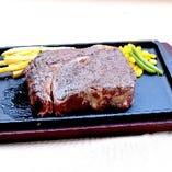 塊肉の1ポンドステーキ