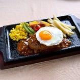 半熟エッグハンバーグ(特製オニオンソース/デミグラスソース/トマトソース)