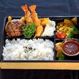 大人気のお弁当☆ご自宅でもモカの味をお楽しみください。