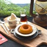カボチャの焼きドーナツ ソフトクリーム添え(昼・夜提供)