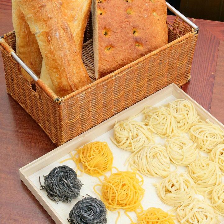 女性に人気のもちもちの生パスタや自家製パンもお楽しみあれ!
