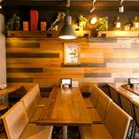 【1階 テーブル席】バルのようなお洒落空間でコンパや宴会をどうぞ!
