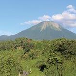 【豊かな自然で】 大山どりのふるさとは、鳥取県の名峰・大山