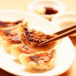 異なる味わいの7種類の焼き餃子を楽しんでください。