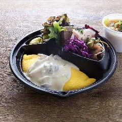 きのこクリームソースのオムレツ&シャルキュトリ(スープ付き)