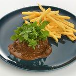 山形牛 100%ハンバーグステーキ グリーンペッパーソース フランス産ビンチェ種のポムフリット添え
