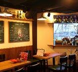 広々とした店内は開放的で明るく元気、そして陽気な雰囲気