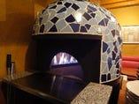 石釜を設置。500度の高温でピッツァを焼きあげます。