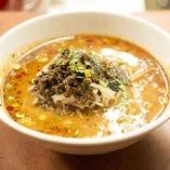 一度食べたらクセになる!!四川風スパイスの効いた激辛黒胡麻坦々麺