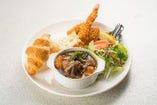 牡蠣フライと海老フライのみかわ牛ビーフシチュープレート