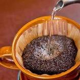 カフェタイムにも。深い香りを楽しむハンドドリップコーヒーあり