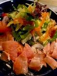 彩り野菜と生ハムのサラダ