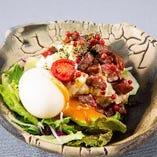 ごろごろビーフと半熟卵のポテトサラダ