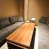ゆったりプライベート空間のソファ個室