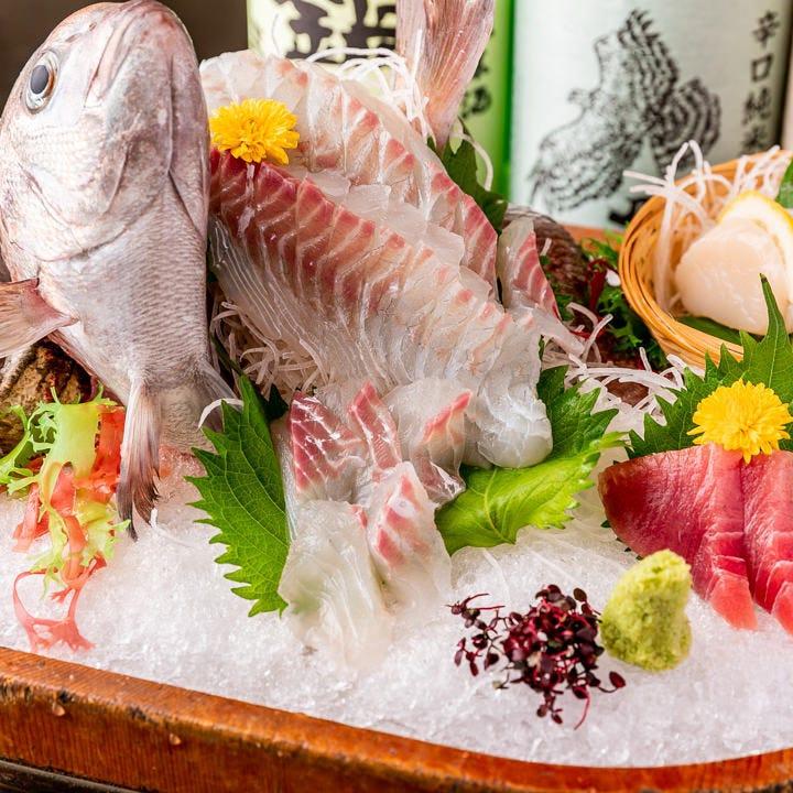生け簀ですくった魚介をすぐに堪能!