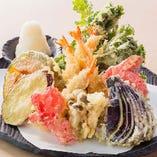 9種の天ぷら盛り合せ 890円(税抜)