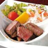 奈良の自然が育んだ大和牛のサイコロステーキは旨味が抜群です