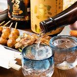 10種以上の地酒が楽しめる、田町の日本酒好きが集まる店です。