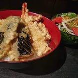 今週の週替わり《海老野菜天丼&シーザーサラダ》
