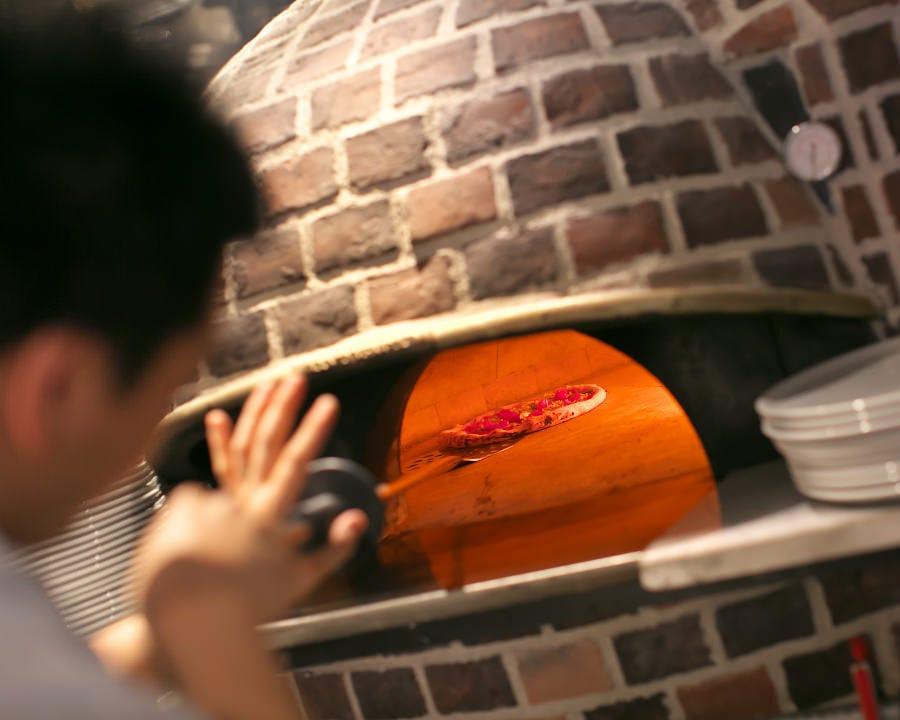 石窯で焼く本場のナポリピッツァ