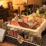 鎌倉野菜・湘南みやじ豚・そして相模湾の魚たちなど、新鮮な食材を、炭火でじっくり焼き上げる