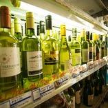 世界各国から厳選したワインを赤、白、スパークリングなど各種豊富に取り揃えております