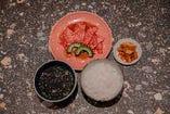 お得なランチ始まりました☆焼肉定食はスープ、ごはん、キムチ付き!