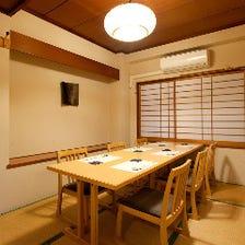 暖かな灯りと木の質感が上質な和個室