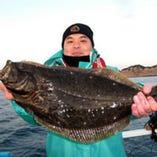 店主自ら船に乗り魚を釣ることもしばしば。勿論献立に並びます。