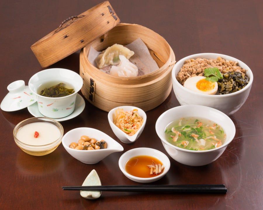 人気のランチセットは、お得に台湾料理と烏龍茶が楽しめます。