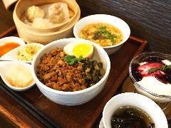魯肉飯(ルーローファン)ディナーセット
